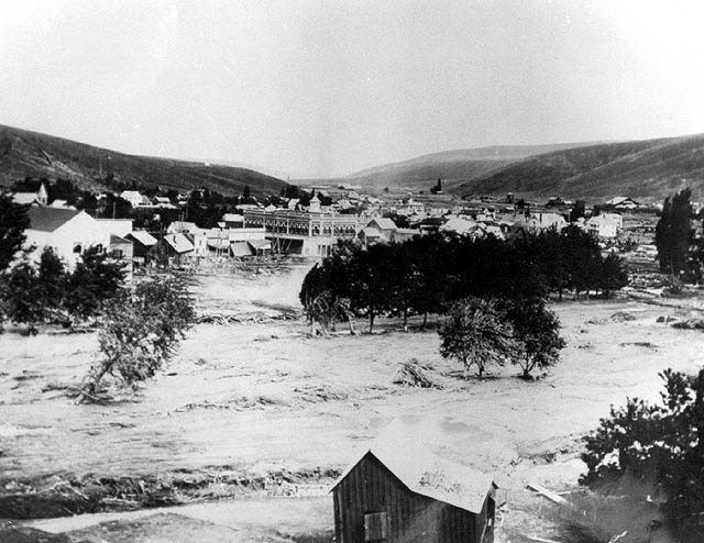 Most of Heppner, Oregon is destroyed in a flash flood