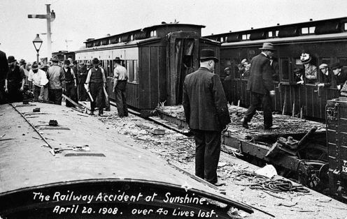 April 20 – A rear-end collision of two trains in Melbourne, Australia kills 44 people, and injures more than 400.