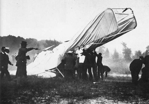 September 17 – At Fort Myer, Virginia, Thomas Selfridge becomes the first person to die in an airplane crash. The pilot, Orville Wright, is severely injured in the crash but recovers.