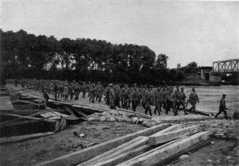 October 31 – The Battle of the Vistula River concludes in Russian victory over German and Austro-Hungarian forces around Warsaw.