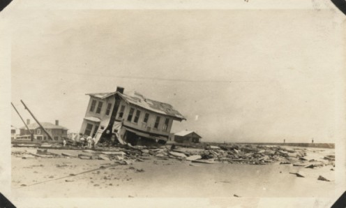 August 5 - Hurricane Two of the 1915 Atlantic hurricane season over Galveston and New Orleans leaves 275 dead.