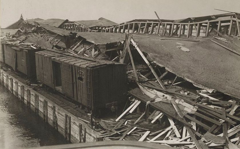 July 30 – German agents cause the Black Tom explosion in Jersey City, New Jersey, an act of sabotage destroying an ammunition depot and killing at least 7 people.