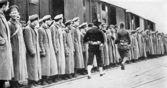August 2 – British anti-Bolshevik forces occupy Arkhangelsk in North Russia.