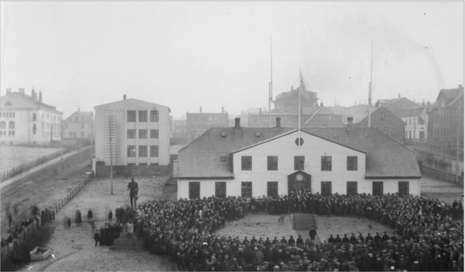 December 1 - Iceland regains independence, but remains in personal union with the King of Denmark, who also becomes the King of Iceland until 1944