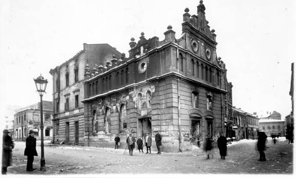 November 21 – Polish troops, volunteers and freed criminals massacre at least 320 Ukrainian Christians and Jews in Lwów, Galicia