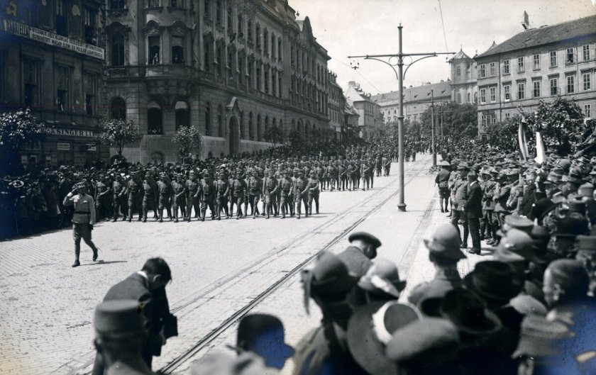 January 1 - The Czechoslovak Legions occupy the Pressburg (now Bratislava), enforcing its incorporation into the new republic of Czechoslovakia.