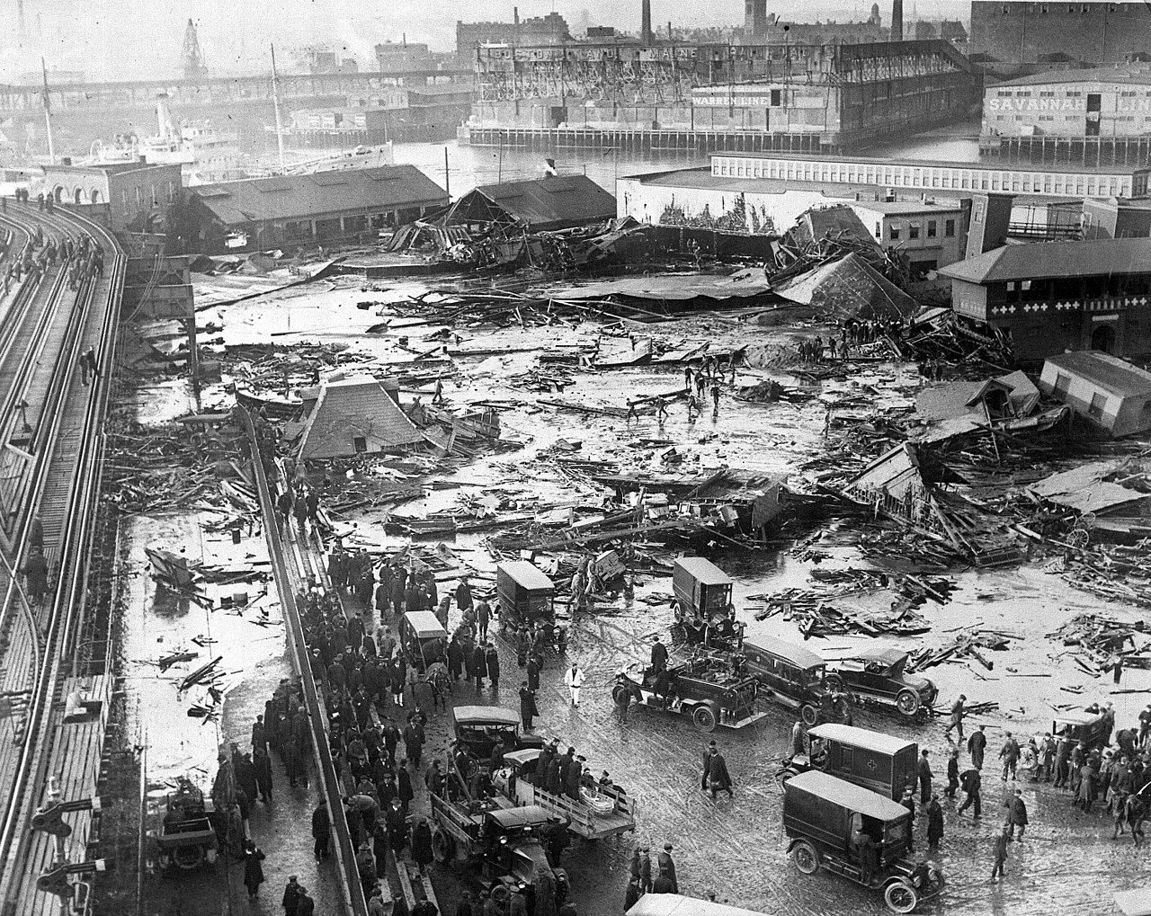 January 15 - A wave of molasses released from an exploding storage tank sweeps through Boston, Massachusetts, killing 33 and injuring 150.