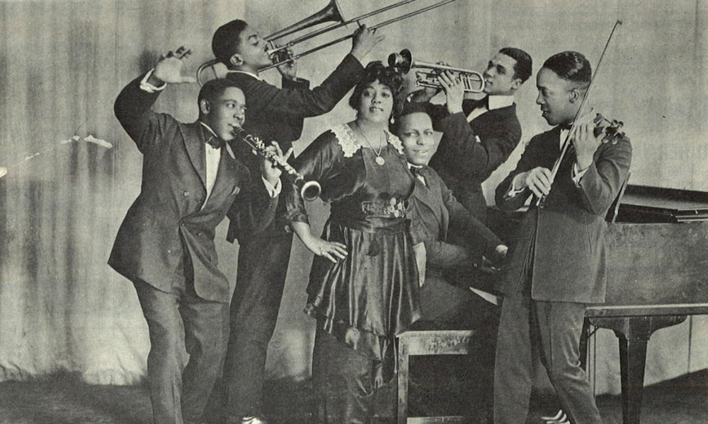 Mamie-Smith-And-Her-Jazz-Hounds