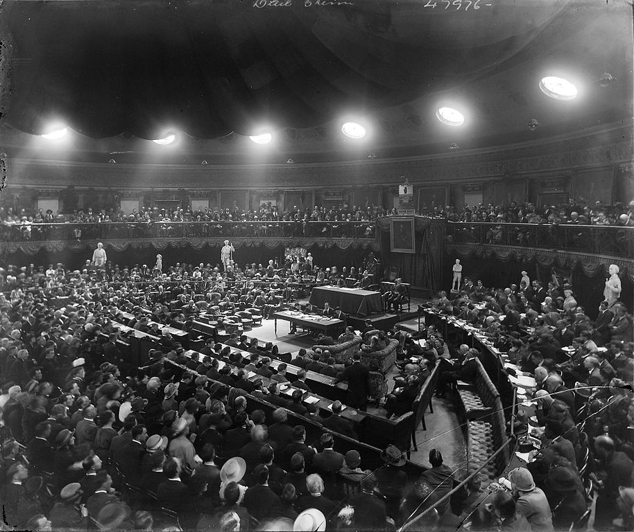 January 7 – Dáil Éireann, the parliament of the Irish Republic, ratifies the Anglo-Irish Treaty by 64 votes to 57