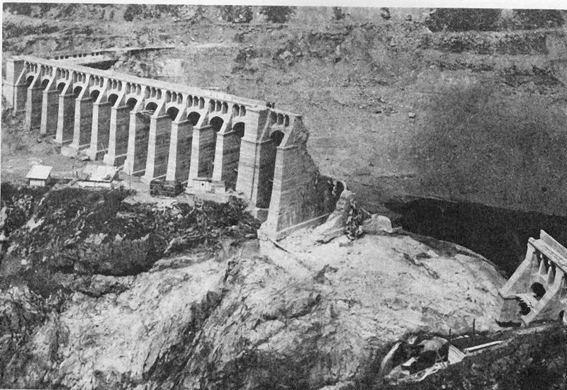 December 1 – In Italy, the Gleno Dam on the Gleno River, in the Valle di Scalve in the northern province of Bergamo bursts, killing at least 356 people.