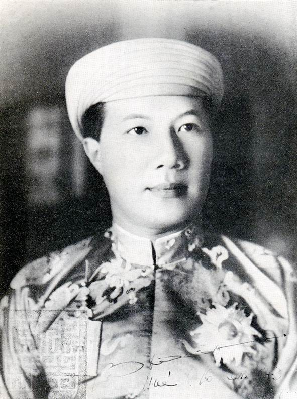 January 8 - Crown Prince Nguyễn Phúc Vĩnh Thuy ascends the throne, the last monarch of Vietnam