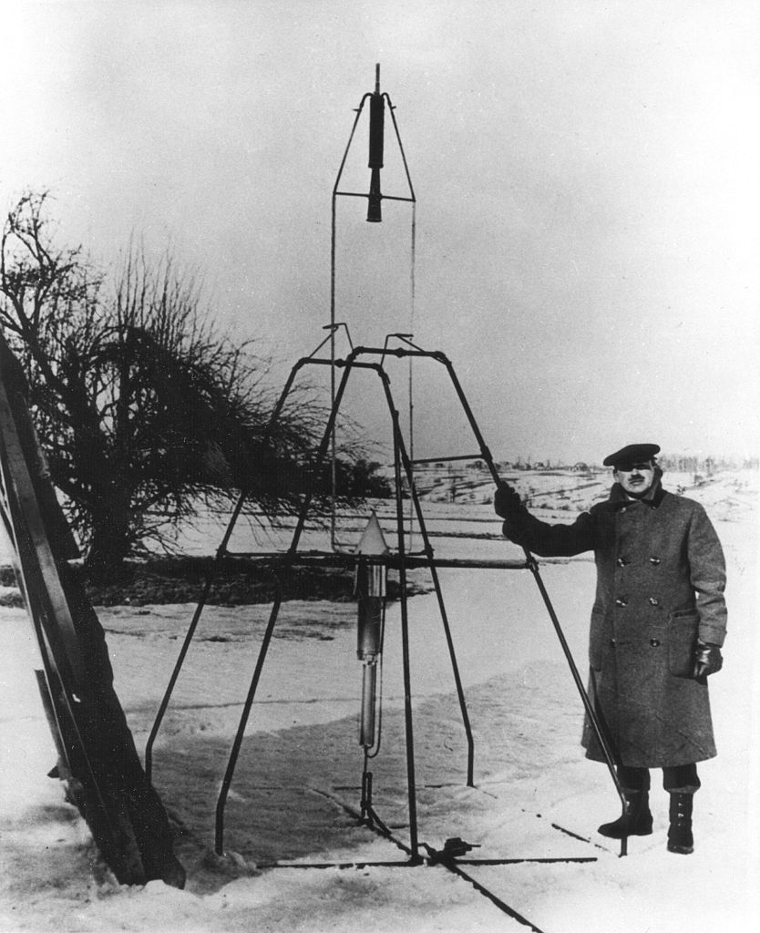 March 16 – Robert Goddard launches the first liquid-fuel rocket, at Auburn, Massachusetts.