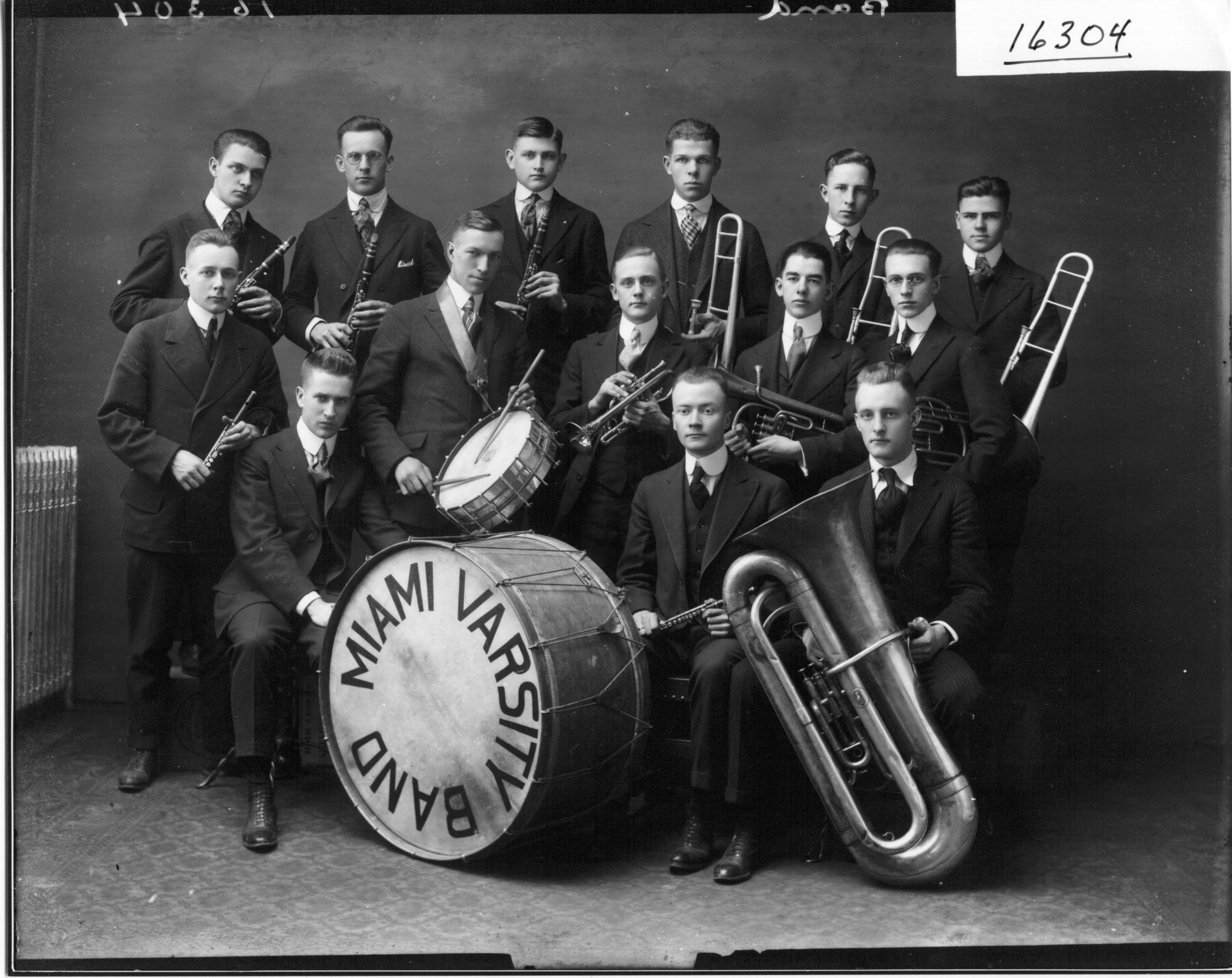 Miami_Varsity_Band_with_Instruments_1917_(3191660084)